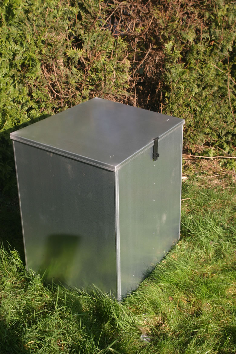 Outdoor Use, Double Compartment Feed Bin